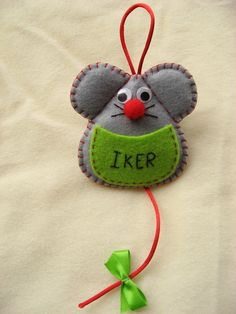 pattern for felt mouse Felt Diy, Felt Crafts, Fabric Crafts, Sewing Crafts, Felt Christmas Decorations, Felt Christmas Ornaments, Christmas Crafts, Hobbies And Crafts, Diy And Crafts
