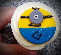 Muffins Minions, Cumpleaños, Mesa Dulce. Muffins personalizados para cumpleaños, bodas, mesa dulce. Wedding, Birthday d'Alicia Café Spain, Estepona, Guadalmina, Sotogrande