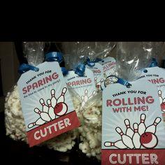 Bowling birthday party favors...use popcorn balls?
