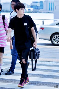 Jeon Jungkook, the schools bad boy- well thats what everyone thinks. Jung Kook, Jungkook Oppa, Bts Bangtan Boy, Taehyung, Bts Airport, Airport Style, Kpop Fashion, Korean Fashion, Airport Fashion