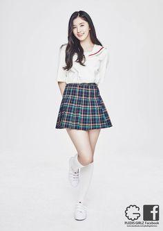 PARK SIYEON Pledis Girlz, Girls In Mini Skirts, School Dresses, School Uniform Girls, Famous Women, Asian Doll, Ulzzang Girl, Skirt Fashion, Kpop Girls