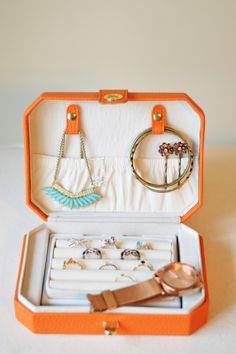 L I N H W I N N: Whats in My Bag -- Travel Essentials - So Cute!!