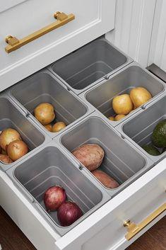 Smart Kitchen, Kitchen Wrap, Small Space Kitchen, Diy Kitchen Storage, Kitchen Drawers, Kitchen Cabinet Design, Modern Kitchen Design, New Kitchen, Smart Storage
