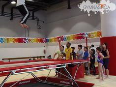 ¡Vean la cara de los alumnos de #Parkour al ver 'volar' a su maestro! :D Lo mejor de todo es que todos ellos lo hicieron después :3 #SueñosEnMovimiento #AprendoaVolar Pregunta por grupos disponibles. Informes al 9688 9113 y 9131 6203 Mail: info@gymnastica.mx