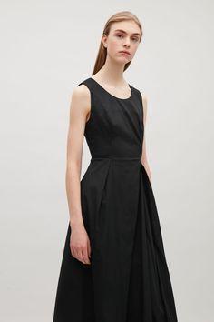 COS | Flared sleeveless dress
