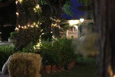 Ambiente chill out.   Decoración de boda. Luces / Wedding decoration. Lights. Rural chic