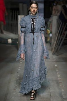 The 11 Top Runway Trends of Spring 2017: The Statement Sleeve, still! - Erdem