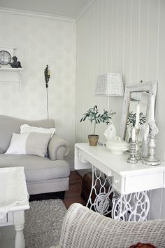 old sewing machine ideas   Antique sewing machine table and legs painted white - Astrid's blogg