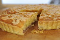 Easy, Sweet, and Tasty Traditional Bakewell Tart: Traditional Bakewell Pudding Recipe Bakewell tart is the famous British tart made in the picturesque town of Bakewell in the Derbyshire Peak District. Tart Recipes, Pudding Recipes, Baking Recipes, Dessert Recipes, British Baking, British Bake Off, Quiches, Just Desserts, Delicious Desserts