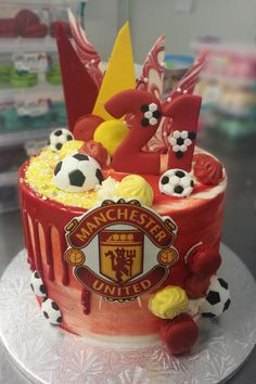 Behind the scenes snap of a Manchester United Cake. Football Birthday Cake, Birthday Cake For Him, Baby Birthday Cakes, Birthday Parties, Birthday Ideas, Football Themes, Football Cakes, Soccer Theme, Manchester United Birthday Cake