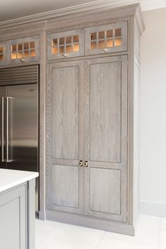 Go to the website qualified inexpensive kitchen remodel Source by The post 8 Tips for Home Kitchen Remodel & Ideas For Room Design appeared first on Muir Designs. Stained Kitchen Cabinets, Refacing Kitchen Cabinets, Pantry Cabinets, Inexpensive Kitchen Cabinets, Armoire, Pantry Cupboard, Kitchen Pantry, Bathroom Furniture, Kitchen Furniture