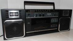Toshiba Vintage Portable AM/FM Cassette Recorder RT-7018 Detachable Speakers #Toshiba