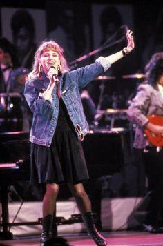 Photo of Debbie GIBSON