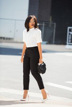 How To Wear Crop Top www.jadore-fashio… How To Wear Crop Top www. Summer Work Outfits, Casual Work Outfits, Chic Outfits, Fashion Outfits, Outfit Work, Fashion Blogs, Semi Casual Outfit Women, Woman Outfits, Summer Outfit