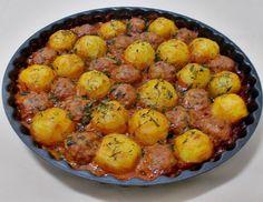 Bunătăţi din bucătăria Gicuței: Chiftele cu cartofi la cuptor Romania Food, Main Meals, Chana Masala, Vegetable Recipes, Cake Recipes, Food And Drink, Healthy Eating, Cooking Recipes, Yummy Food