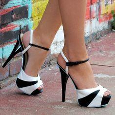 What's Hot! Women's Platform Sandals – Aura