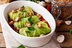 Gli involtini di verza alla boscaiola sono particolari e dal sapore intenso. Un piatto perfetto per gli amanti della verza. Ecco la ricetta