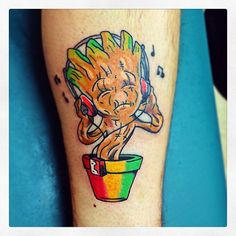 What does groot tattoo mean? We have groot tattoo ideas, designs, symbolism and we explain the meaning behind the tattoo. Rasta Tattoo, Weed Tattoo, Tiki Tattoo, Alien Tattoo, Tattoo Life, Leg Tattoo Men, Leg Tattoos, Sleeve Tattoos, Tatoos
