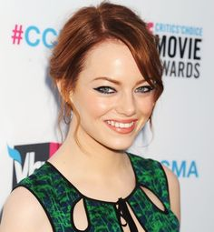 5 Beauty Lessons We Learned This Year From Emma Stone: Girls in the Beauty Department The Beauty Department, Emma Stone, Eye Makeup, Hair Makeup, Famous Stars, Auburn Hair, Look Cool, Cut And Color, Cool Eyes
