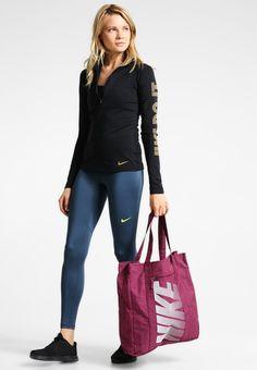6d98e6109 ¡Consigue este tipo de bolsas de deporte de Nike Performance ahora! Haz  clic para