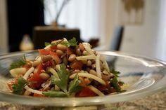 Σαλάτα με μαυρομάτικα φασόλια, λιαστή ντομάτα και κάπαρη | Κουζίνα | Bostanistas.gr : Ιστορίες για να τρεφόμαστε διαφορετικά Tacos, Food And Drink, Mexican, Ethnic Recipes, Kitchens, Mexicans