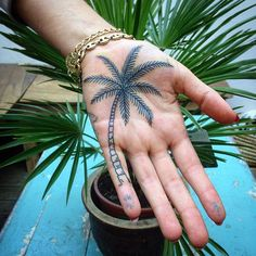 Eu, …taking it easy #palm #ink #tattoo