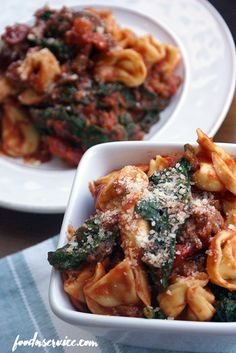 This spinach cheese tortellini recipe is so easy, delicious, and cooks in under 30 minutes. Add some Italian Sausage to make it amazing! Cheese Tortellini Recipes, Tortellini Pasta, Italian Sausage Recipes, Spinach And Cheese, How To Cook Pasta, Dinner Tonight, Easy, Veggies, Stuffed Peppers