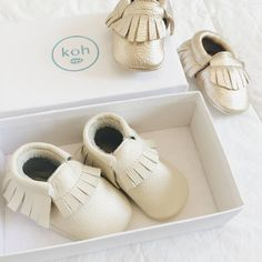 Adorable leather moccs. Baby moccs, leather moccasins, baby shoes