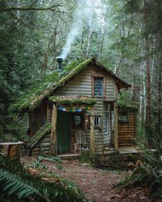 Tumblr is a place to express yourself, discover yourself, and bond over the stuff you love. It's where your interests connect you with your people. Off Grid Cabin, Cabin In The Woods, Cottage In The Woods, Rustic Cottage, Cabins And Cottages, Cozy Cabin, Cabin Tent, Off The Grid, Cozy Place