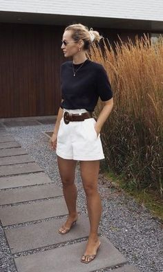 Minimalistic Outfits For Spring Woman Shorts and Bermudas pretty woman bermuda Tumblr Outfits, Mode Outfits, Short Outfits, Chic Outfits, Fashion Outfits, Womens Fashion, Woman Outfits, Pretty Outfits, Fashion Ideas