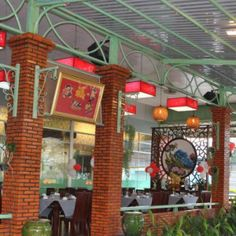 Entrance to Lien Phat restaurant. More details at http://www.chaudoctravel.com/2014/01/lien-phat-restaurant/