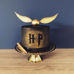 35 Harry Potter Cake Ideas For Your Child's Next Birthday Gateau Harry Potter, Cumpleaños Harry Potter, Harry Potter Birthday Cake, Harry Potter Wedding, Harry Potter Theme Cake, 12th Birthday Cake, Dad Cake, Party, Cake Ideas