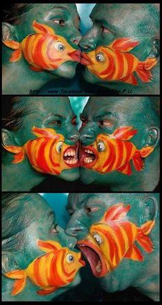 Peintures autour de la bouche représentant des poissons