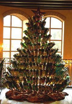 Arbolitos de Navidad hechos de botellas de vino :)