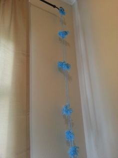 D.I.Y pompom string decoration you can hang it up on something or pin it on the wall and takes less than an hour! SUPER EASY