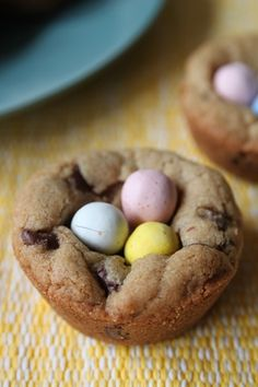^easter egg cookie cups (make them in mini muffin tins, baked for 10 minutes) No Egg Cookies, Easter Cookies, Easter Treats, Summer Cookies, Baby Cookies, Heart Cookies, Valentine Cookies, Birthday Cookies, Christmas Cookies