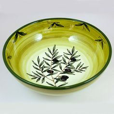 Ceramic round serving bowl  decorated with green olive and leaves, perfect to serve pasta, salads, mashed potatoes and more. Click on the image to learn more about the bowl. #madeinItaly