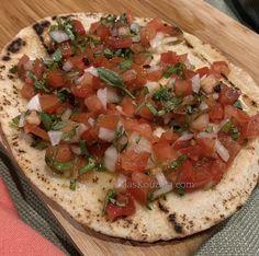 Pita Flatbread Recipe, Flatbread Pizza, Pita Bread, Bruchetta, Greek Cooking, Greek Recipes, Slate, Sandwiches, Explore