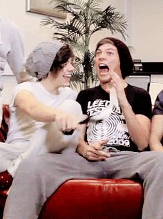 Just a bromance One Direction Harry, One Direction Memes, One Direction Pictures, I Believe In Love, Love Of My Life, Larry Stylinson, Larry Gif, Foto One, Larry Shippers