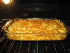 """Paula Dean's """"The Lady's Cheesy Mac"""" Can't EVER go wrong with Paula. Still looking for that perfect mac and cheese recipe.latest edition into worlds best mac and cheese for my obsessed children! Macaroni Cheese Recipes, Mac And Cheese, Pasta Recipes, Macaroni Salads, Baked Macaroni, I Love Food, Good Food, Yummy Food, Tasty"""