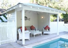 If you are a happy owner of a pool, build a deck or a pool cabana to spend time even better by the pool. What's the advantage of a cabana or pergola? Backyard Cabana, Pool Gazebo, Pool Shed, Outdoor Cabana, Backyard Pool Landscaping, Pool Cabana, Small Backyard Pools, Swimming Pools Backyard, Pergola Patio