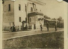 Famous photo of OTMA , Alexsei and Nicholas at Tobolsk - 1917.