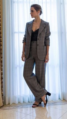 emma watson outfits best outfits - Page 8 of 101 - Celebrity Style and Fashion Trends Emma Watson Outfits, Emma Watson Style, Emma Watson Beautiful, Emma Watson Fashion, Emma Watson Dress, Emma Watson Casual, Emma Watson Short Hair, Emma Watson Wallpaper, Mode Chic