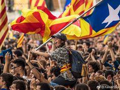 #P#2017年09月30日-西班牙巴塞罗那由于政府禁止加泰罗尼亚独立公投学生进行游行抗议 分享自@iWeekly周末画报
