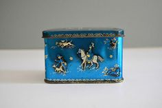 Small Vintage Tin Fox Hunt Horses  Tin Metal Container