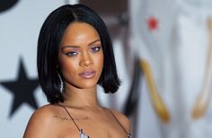 Rihanna showt eigen kledinglijn in Parijs
