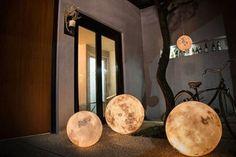 Årh, vi ønsker os denne fine månelampe! | Boligmagasinet.dk