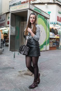 Sebago Boots and Leather Skirt (andysparkles. Pantyhose Outfits, Black Pantyhose, Black Tights, Nylons, Sexy Outfits, Cute Outfits, Fashion Tights, Tights Outfit, Pantyhose Lovers