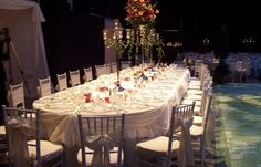Table setting and linens