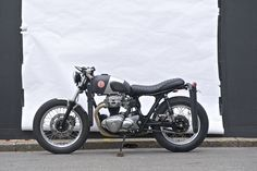 'Red Pill'by Deus Ex Machina – To be taken twice daily. A surf bike, based on Kawasaki W650, low and lean.